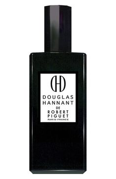 Douglas Hannant de Robert Piguet opens with notes of orange blossom, pear and gardenia. A lush heart of tuberose follows before giving way to a seductive base of jasmine, sandalwood and musk.