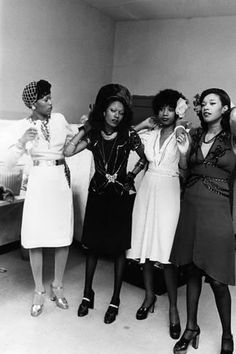 The Pointer Sisters do a few last-minute touch ups before hitting the stage in They were photographed by Pulitzer-Prize winning photographer Moneta Sleet Jr. Photo via Ebony archives Black Girl Magic, Black Girls, Divas, Picnic Outfits, Vintage Black Glamour, Vintage Beauty, Vintage Style, Queens, Provocateur