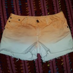 Ombre Peach white Jean Shorts NWOT Size 7 American Rag Ombre Jean shorts never worn. New without tags. 61% cotton 35% polyester 4% spandex American Rag Shorts Jean Shorts
