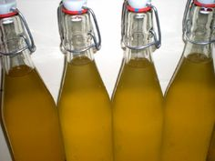Le sirop de fleurs de sureau, c'est délicieux en été quand dilué dans un verre d'eau bien fraîche !