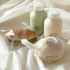 Cream Aesthetic, Aesthetic Food, Cute Food, Yummy Food, 17 Kpop, Think Food, Warm Food, Milk Tea, Food Cravings