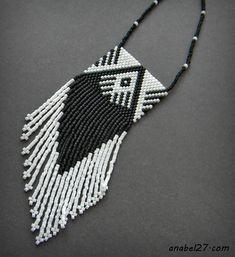 """Черно-белый комплект украшений """"Духи скалистых гор"""""""
