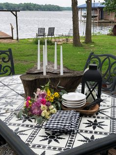 In this post I'm sharing how I updated an old tile table for the outdoors.How to update an old outdoor table, stencilling a table top, tile stencil ideas, update an old table, update old tile Tile Patio Table, Tile Top Tables, Porch Table, Diy Table Top, Patio Tiles, Outdoor Tiles, A Table, Outdoor Spaces, Outdoor Living