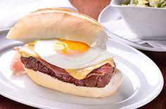 Prego: o típico sanduíche português de mignon ganha o mundo