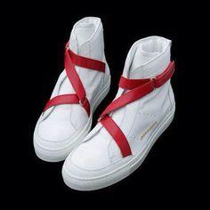 Les jeunes femmes préfèrent les baskets aux chaussures à talon!