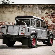 Land Rover Chelsea Wide Track Defender 110