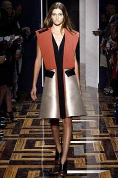 See the complete Balenciaga Spring 2012 Ready-to-Wear collection.