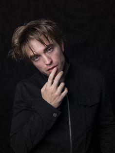 New Portrait from Edward Pattinson, Robert Pattinson Twilight, Robert Pattinson Movies, Twilight Edward, Twilight Saga, British Boys, British Actors, Tv Actors, Actors & Actresses