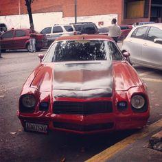 Chevy Camaro, en la Av. Casanova