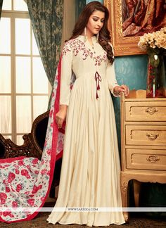 Designer readymade gown cream color with muslin dupatta white and pink color. Pretty set of party wear gown and dupatta are fabricated on muslin beautified with prints and embroidery. Buy Gowns Online, Floor Length Anarkali, Maxi Styles, A Line Gown, Anarkali Suits, Anarkali Gown, Saree, Abaya Fashion, Western Outfits