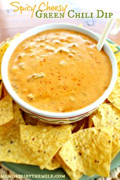 Party app: Spicy Cheesy Green Chili Dip with tortilla chips, it's hot, spicy, and cheesy Spicy Recipes, Dip Recipes, Appetizer Recipes, Mexican Food Recipes, Appetizers, Cooking Recipes, Mexican Menu, Mexican Salsa, Yummy Snacks