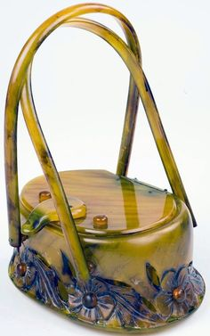 Womens Purses : Llevellyn Gorgeous Bakelite Carved Lucite Hand Bag Purse circa Source by Bags purses Vintage Clutch, Vintage Purses, Vintage Bags, Vintage Handbags, Vintage Outfits, Jeanne Lanvin, Madeleine Vionnet, Unique Purses, Beaded Bags