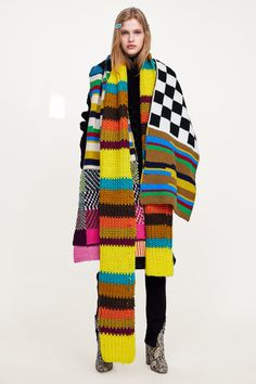 Zara Patchwork Scarf Zara Zara Is Winning Winter Are 27 Pieces of Proof Knitwear Fashion, Knit Fashion, Crochet Scarves, Knit Crochet, Cocoon, Fashion Fail, Patchwork Dress, Knitting Accessories, Knitting Designs