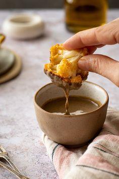 Κουνουπίδι ψητό στο φούρνο με πάπρικα και dip ταχίνι: νηστίσιμο, υγιεινό και εθιστικό! (vegan) – Food Junkie not junk food Roasted Cauliflower, Tahini, Pudding, Junk Food, Meals, Desserts, Tailgate Desserts, Deserts, Meal