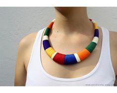 He encontrado este interesante anuncio de Etsy en https://www.etsy.com/es/listing/228863997/collar-declaracion-collar-hecho-en