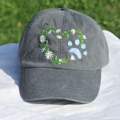 Embroidered dog lover baseball cap, flower heart with dog paw hat, gift for dog mom Hat Embroidery, Embroidery Flowers Pattern, Floral Embroidery, Japanese Embroidery, Embroidery Stitches, Embroidered Caps, Embroidered Flowers, Bone Floral, Bone Bordado