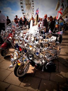 Brighton Mod Weekend lambretta scooter mods vespa - My Ideas & Suggestions Retro Scooter, Lambretta Scooter, Scooter Girl, Vespa Scooters, Brighton, Weekender, Bike Cart, British Traditions, Motor Scooters