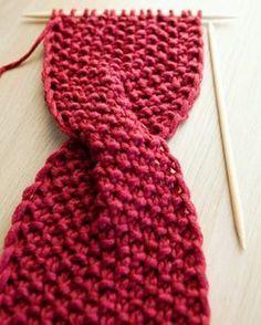 Nach den ganzen Strickaufträgen endlich Zeit für neue Muster ❤ #stirnbandliebe #twist #stricken #diy #selfmade #knitting #knittinglove #headband #potd #instagood #costumize #instafashion #perlmuster