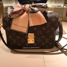 2018 New Louis Vuitton Handbags Collection for Women Fashion Bags Must have it! New Louis Vuitton Handbags, Louis Vuitton Taschen, Pochette Louis Vuitton, Gucci Handbags, Vuitton Bag, Luxury Handbags, Fashion Handbags, Purses And Handbags, Fashion Bags