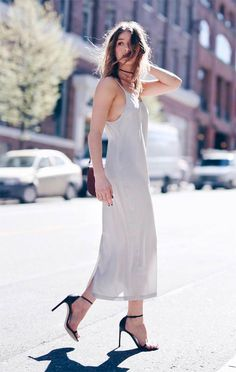 how to wear the trend in an slip dress + choker Spring Street Style, Street Style Looks, Look 2017, Mixed Models, French Chic, How To Wear Scarves, Slip, Ideias Fashion, Autumn Fashion