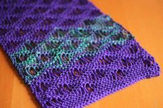 Suzy At AddiKing-Loomers And-Knits  This is a tutorial on how to do the Seafoam stitch on a knitting loom.