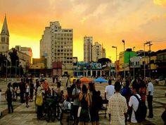 Festival de rock'n roll radicado no Largo da Batata é inspirado no Woodstock.