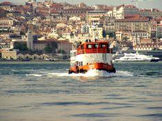 """Portugal - Lisboa - """"Cacilheiro"""" fazendo a ligação com Cacilhas  / Ferry connecting Lisbon (North Bank) to Cacilhas (South Bank) ."""