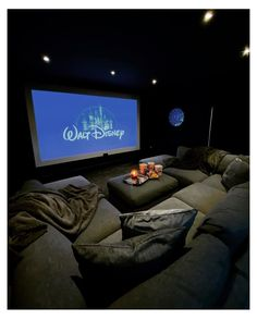 Home Theater Room Design, Movie Theater Rooms, Home Cinema Room, Home Room Design, Dream Home Design, House Design, Cinema Room Small, Basement Movie Room, Theater Room Decor