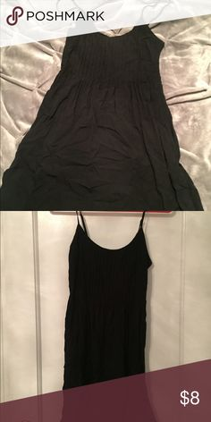 Spaghetti strap sundress Has brought like adjustable straps. As well as zipper on the side. Also has an elastic back band. Old Navy Dresses Midi
