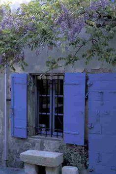 Vous avez dit bleu charrette ? - Nadine de Trans en Provence