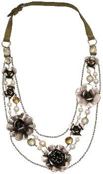 necklace collier A Rose is a Rose is a Rose white (Miranda Konstantinidou, KONPLOTT)