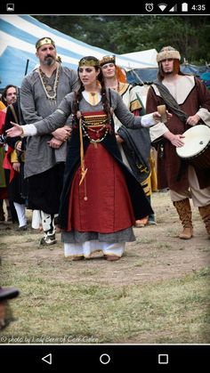Crown Princess Anna of the Outlands speaking at her Pelican ceremony at Battlemoore 2015.