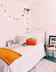 VSCO - sweetlifeee Fall Bedroom Decor, Fall Home Decor, Bedroom Inspo, Halloween Room Decor, Autumn Room, Dream Rooms, My New Room, Home Design, Room Inspiration