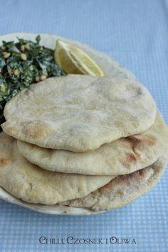 Dzień dobry, Dziś chciałam opowiedzieć Wam fascynującą historię placków pita – jednego z najstarszych rodzajów chleba przygotowywanych przez człowieka. Stanowi on postawę kuchni wielu krajów basenu Morza Śródziemnego, tak więc koniecznie chciałam nauczyć się przygotowywać je w domu. I muszę Wam powiedzieć, że kupne pity nie umywają się do domowych… Tacos, Mexican, Bread, Blog, Ethnic Recipes, Historia, Diet, Brot, Blogging