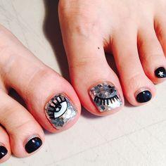 발가락은 반짝거려야 ㅋㅋ #윙크네일 #패디큐어 #Inspiration #idea #chiaraferragni #Holographicnails @chiaraferragnicollection  #키아라페라그니 Pedicure Nail Art, Pedicure Designs, Toe Nail Art, Cute Toe Nails, Sassy Nails, Love Nails, Asian Nail Art, Asian Nails, Nail Desighns
