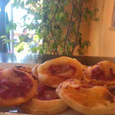 Ricetta Pizzette di sfoglia - La Ricetta di GialloZafferano