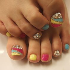 Rainbow pedicure with glitter nail art Pedicure Nail Art, Toe Nail Art, Glitter Nail Art, Gold Glitter, Toenail Art Designs, Pedicure Designs, Cute Toe Nails, Fancy Nails, Pretty Pedicures