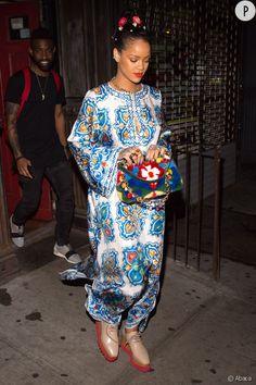 La djelaba devient très mode lorsque Rihanna la porte.