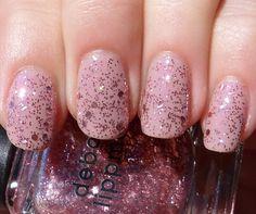 I love glittery nails