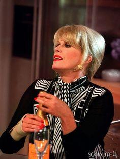 Joanna Lumley... Especially As Patsy... Patsy Stone... Stone... Patsy... Patsy Stone !Elle ne vit que de Bollinger et de fumette... Ouh là là