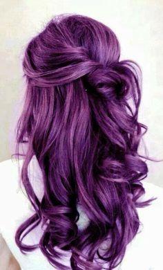 coiffure romantique cheveux prune - Coloration Violet Permanente