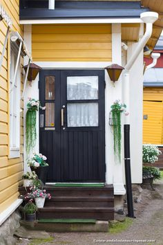 The postcard charm of Porvoo, located only an hour from Helsinki <3   #travelblog #travelblogger    #Porvoo #visitPorvoo #visitFinland #wanderlust #exploretheworld #travel #travelphotography