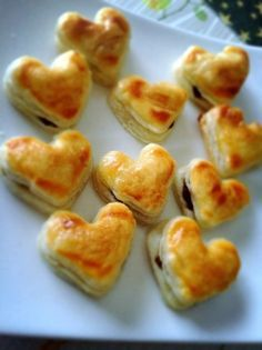 Easy Sweets, Sweets Recipes, Valentines Sweets, Choux Pastry, Cute Polymer Clay, Sweet Desserts, Tea Time, Sushi, Bakery