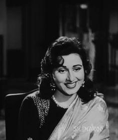 Beautiful Bollywood Actress, Most Beautiful Indian Actress, Retro Pictures, Retro Pics, Rare Photos, My Photos, Bengali Saree, Bollywood Pictures, Very Beautiful Woman