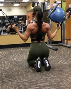 "6,445 Me gusta, 161 comentarios - Jill Christine (@jillchristinefit) en Instagram: ""Back Day from last night! Did a high volume workout to switch things up- 3 supersets at 3x20, with…"""