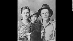 Elvis poses for a family portrait with his parents Gladys Presley and Vernon Presley in Tupelo, Mississippi, in 1937
