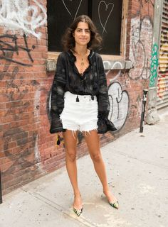 Leandra Medine Photos Photos - Leandra Medine attends the Rachel Comey fashion show during New York Fashion Week September 2016 on September 7, 2016 in New York City. - Rachel Comey - Front Row - September 2016 - New York Fashion Week #LeandraMedine #ManRepeller #streetstyle #fashion #style #inspiration #chic #lookbook #outfits #celebstyle #blogger
