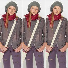 Avec sa forme originale et chic, la #chemise grise croisée est un MUSTHAVE de la saison ☼ #nicoli #accessoire #outfit #look #style #chic #girl #instagood #mode #tendance => http://www.nicoli.fr/boutique/Blouse-croisee-gris.html