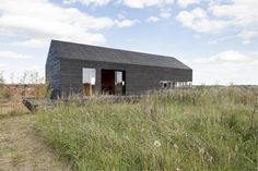 The Stealth Barn was designed and built by Carl Turner Architects as a guest house or studio on an already established property.