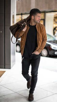 5 Cool Jacket Outfits You Can Steal – outfit.tophaarmodelle 5 Cool Jacket Outfits You Can Steal Black Denim Jacket Outfit, Brown Denim Jacket, Bomber Jacket Outfit, Brown Leather Jacket Outfits, Mens Brown Leather Jacket, Brown Bomber Jacket, Stylish Men, Men Casual, Casual Outfits